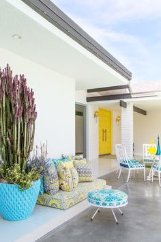 Aqua and Yellow are a perfect pairing in this Palm Springs Home.